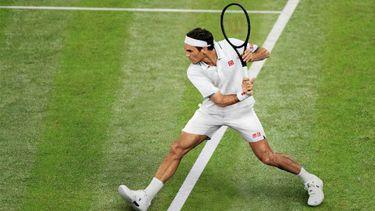roger federer, uniqlo, tenue, wimbledon 2021, on, tennisschoenen