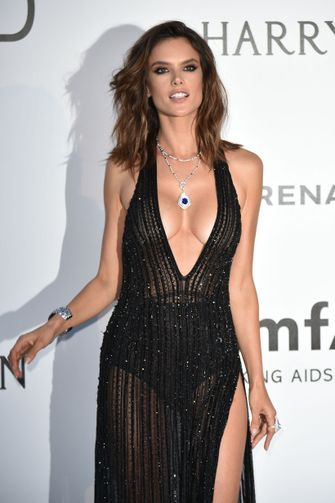 Alessandra Ambrosio, meest sexy rode loper looks, filmfestival cannes, 2021