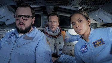 Halle Berry moet de wereld gaan redden in bombastische trailer Moonfall