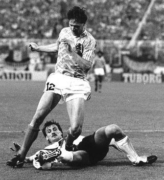 Recensie Tom Egbers Roert Nederland Tot Tranen Met Ek 1988 Special