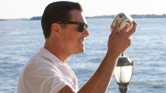 salaris gestort, verstandige dingen, inkomen gelukkig, geld, onderzoek, salaris, modaal, wolf of wall street