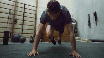 thuis trainen, work-out, cristiano ronaldo, trainen, benen, spieren, zonder gewichten