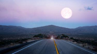 tesla, zelf rijdende modus, maan, stoplicht, full self driving mode, moon