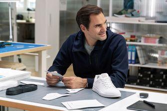 roger federer, on, sneakers