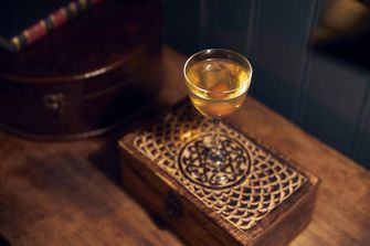 Plum Manhattan, pulitzers bar, whiskycocktails, whisky-dag