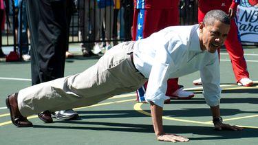 barack obama, workout, oefeningen, buikspieren, core, push-ups, gezondheid, hart