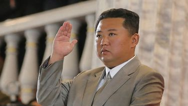 Kim Jong-Un, afgevallen, workout, stephen colbert, late show, uns of steel, dvd