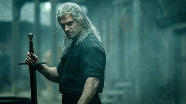 the witcher, recensies, hit, netflix serie, Geralt of Rivia, Henry Cavill