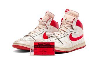 nike air ship, duurste sneakers ooit, michael jordan, rookie, chicago bulls, 1984, sotheby's
