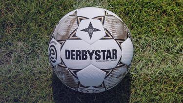 nieuwe eredivisie-bal, hiphop, nederlandse artiesten, topnotch, voetbal, derbystar