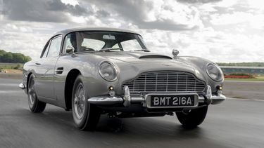 Aston Martin DB5, goldfinger, james bond, gadgets
