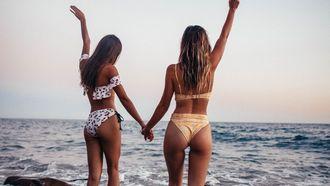 vrouwelijke artsen bikini onderzoek