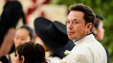Elon Musk Sheryl Crow Tesla