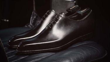 james bond, crockett and jones, leren, schoenen, smoking, 007, james bond