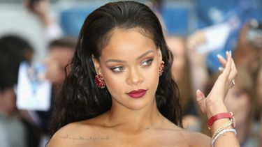 rihanna, topless, halle berry, instagram