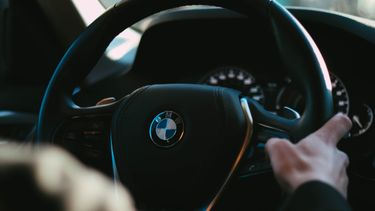 BMW-rijders betalen meer premie voor hun autoverzekering.