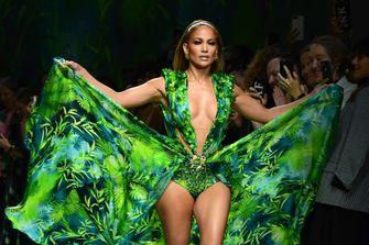Jennifer Lopez, versace, jungle, jurk, campagne, kendall jenner, ubersexy, fotos