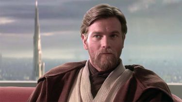 Setfoto's onthuld: Obi-Wan Kenobi-serie terroriseert Brits dorpje