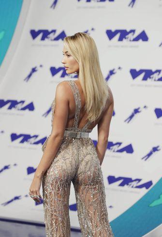 Red Carpet - MTV Video Music Awards 2017, Hailey Baldwin