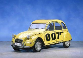 Citroën 2CV, James, Bond