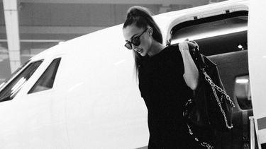 Isabelle Eleanore, model, onlyfans, discriminatie, grote borsten, vliegmaatschappij, jetstar