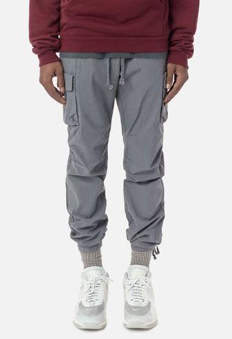 cargo pants, john elliot, trend, stijlvolle, broek met zakken aan de zijkant