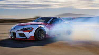Tesla Toyota zelfrijdende auto driften (1)