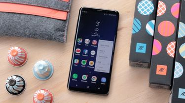 Samsung Galaxy S10 beats iPhone X's Download Speeds | Technobezz | 210x375