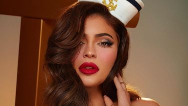 kylie jenner, kylie cosmetics, sailor, sexy foto, behind the scenes