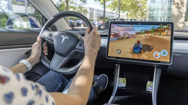 Tesla Model 3 review gaming