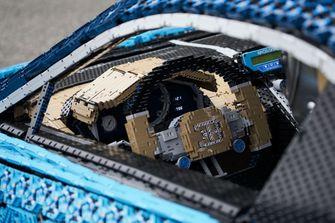 Lego-Technic-Lifesized-Bugatti-Chiron-0-Hero