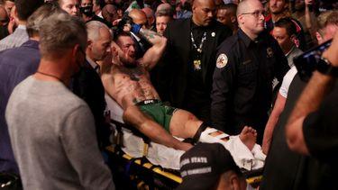 Conor McGregor beenbreuk Dustin Poirier UFC