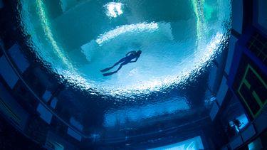 's werelds diepste zwembad, freediver, deep dive dubai