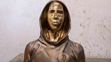 Bitcoin miljardairs, Satoshi Nakamoto, crypto, standbeeld, statue