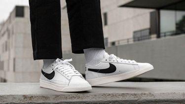 witte sneakers, nike, sale, korting
